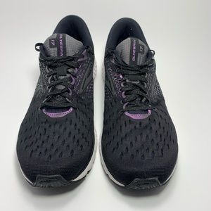Brooks womens running shoe Size 11 black.